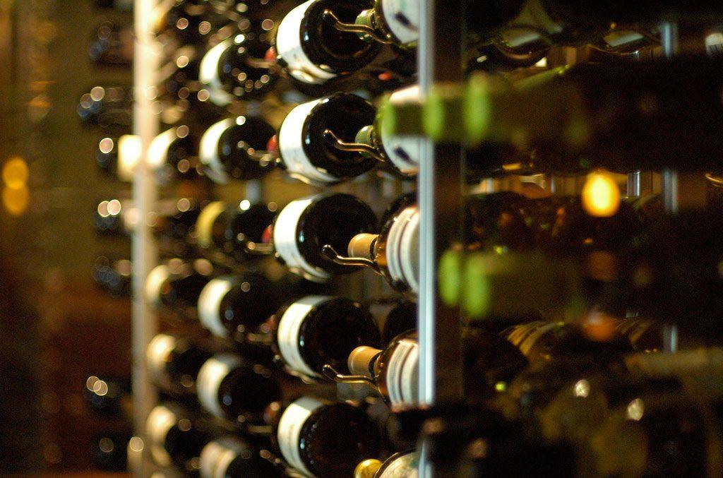 La posición horizontal de la botella es fundamental.